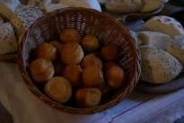 sajtkosárka sajtasztalon