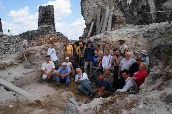 együtt az ásatást végző csapat (szerda)