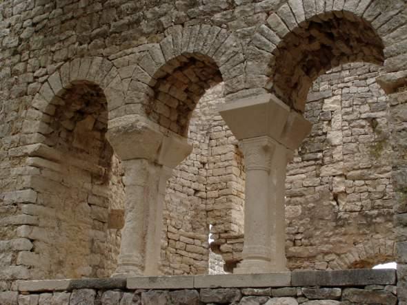 ókeresztény templomrom