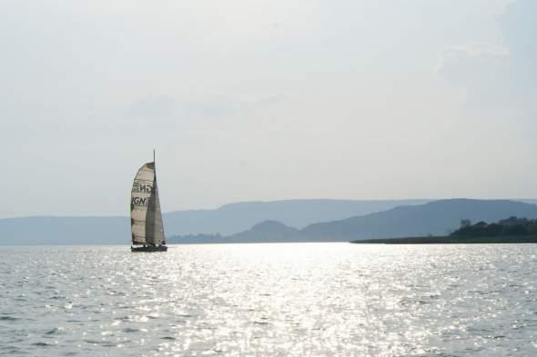 Badacsonynál jön szembe a vezető hajó SY2_r60_DSC03192